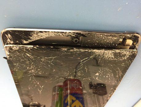 フレームの歪んでしまったiPadの修理