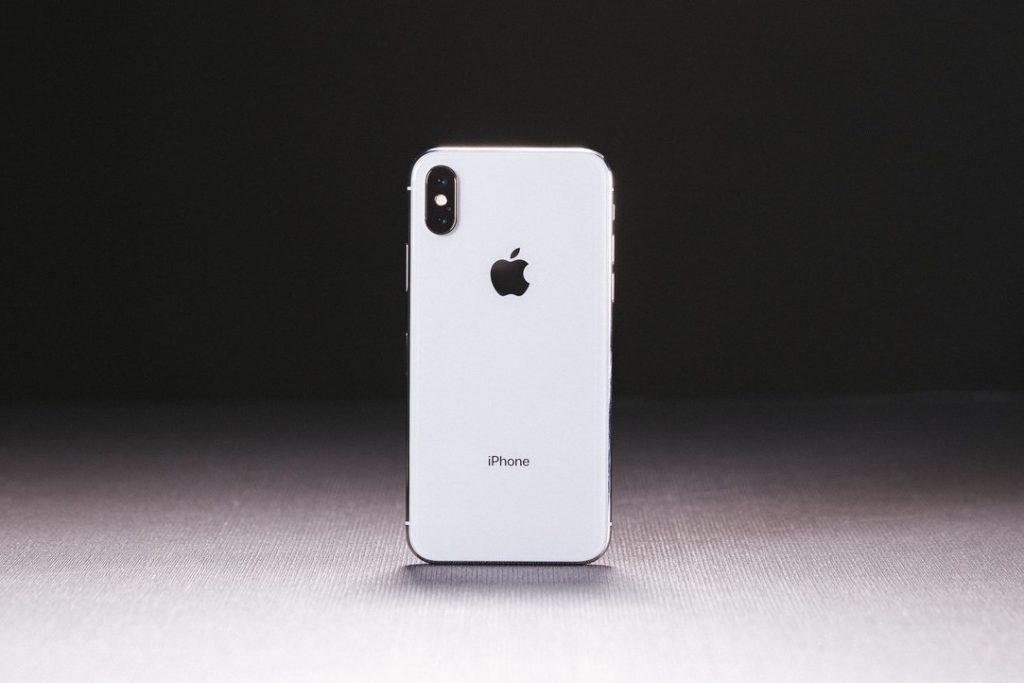 強制再起動するiPhone