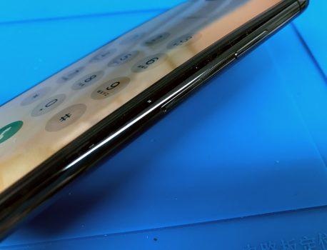 【iPhone の 怖い話】画面が突然浮いてきた!?バッテリーの膨張の原因と対策は?
