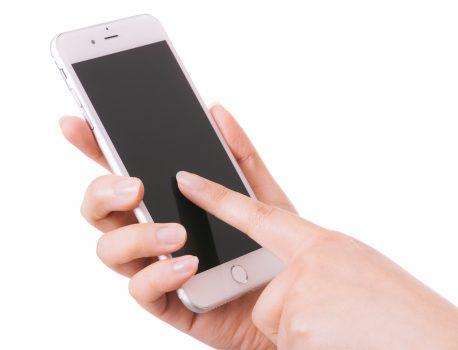 【iPhone画面】真っ暗で映らないけど音はするならほぼ直ります!