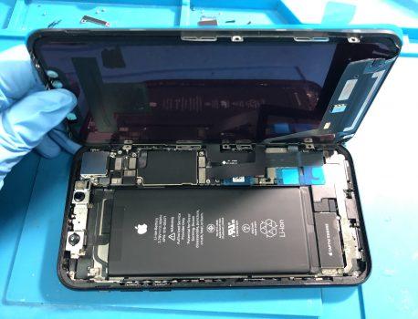 【水濡れ注意】iPhoneの液晶は水が染みやすい