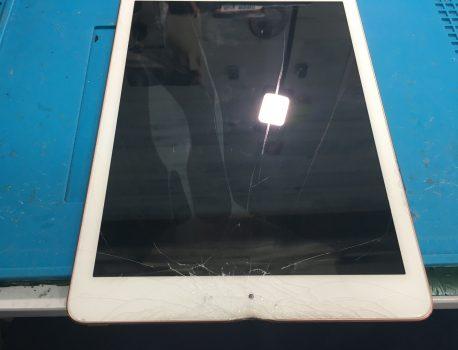 歪むは容易く、直すは大変。ipadの歪み、凹み修理。