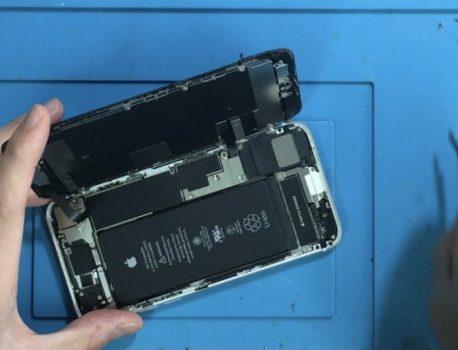 10月1日も通常営業iPhone修理ジャパン秋葉原店は年中無休です。